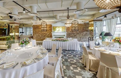 Банкетный зал Ресторан «Гуси-Лебеди» на природе