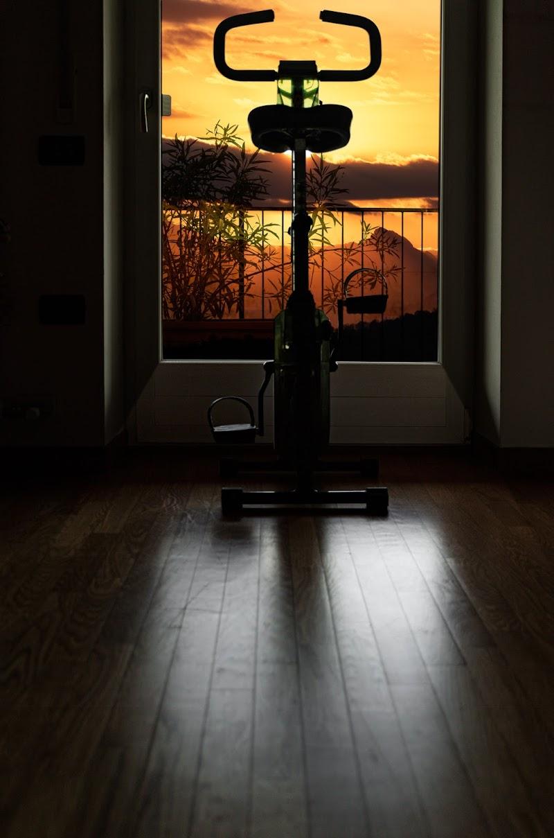 Pedalare dalla finestra di casa verso nuovi orizzonti. di gianfry60