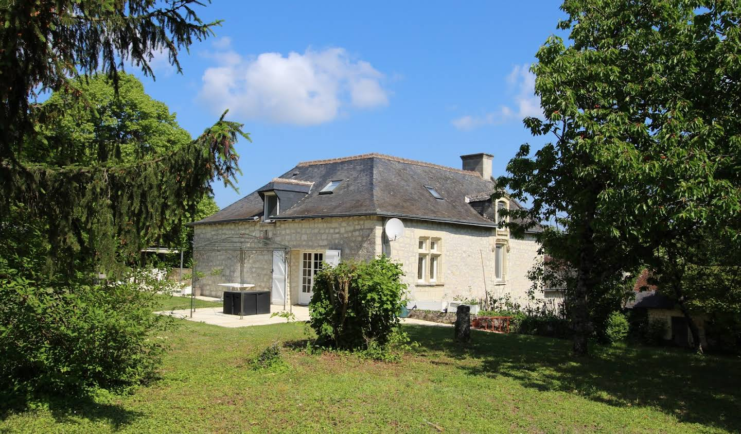 House with garden and terrace Chinon