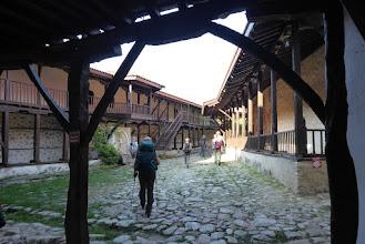 Photo: Het Rozhen klooster van de 12 de eeuw