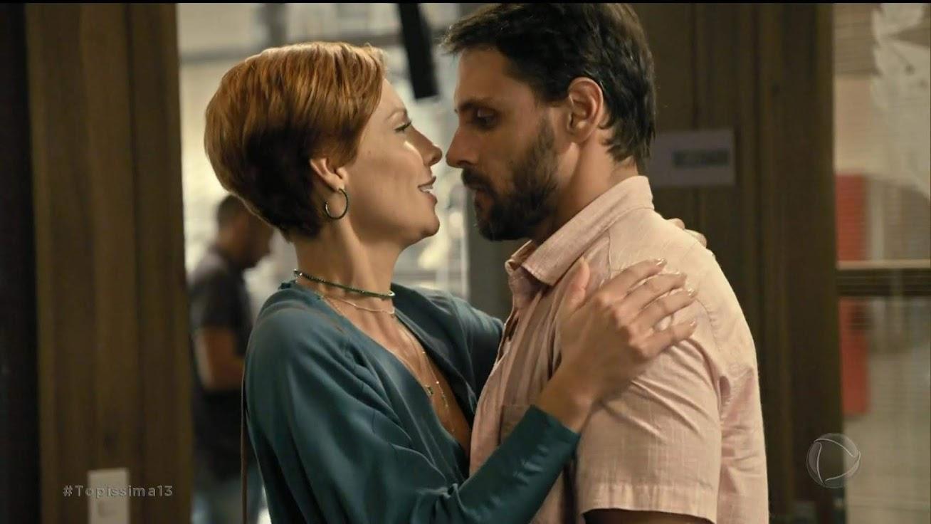 Sophia e Antonio se beijam, Topíssima
