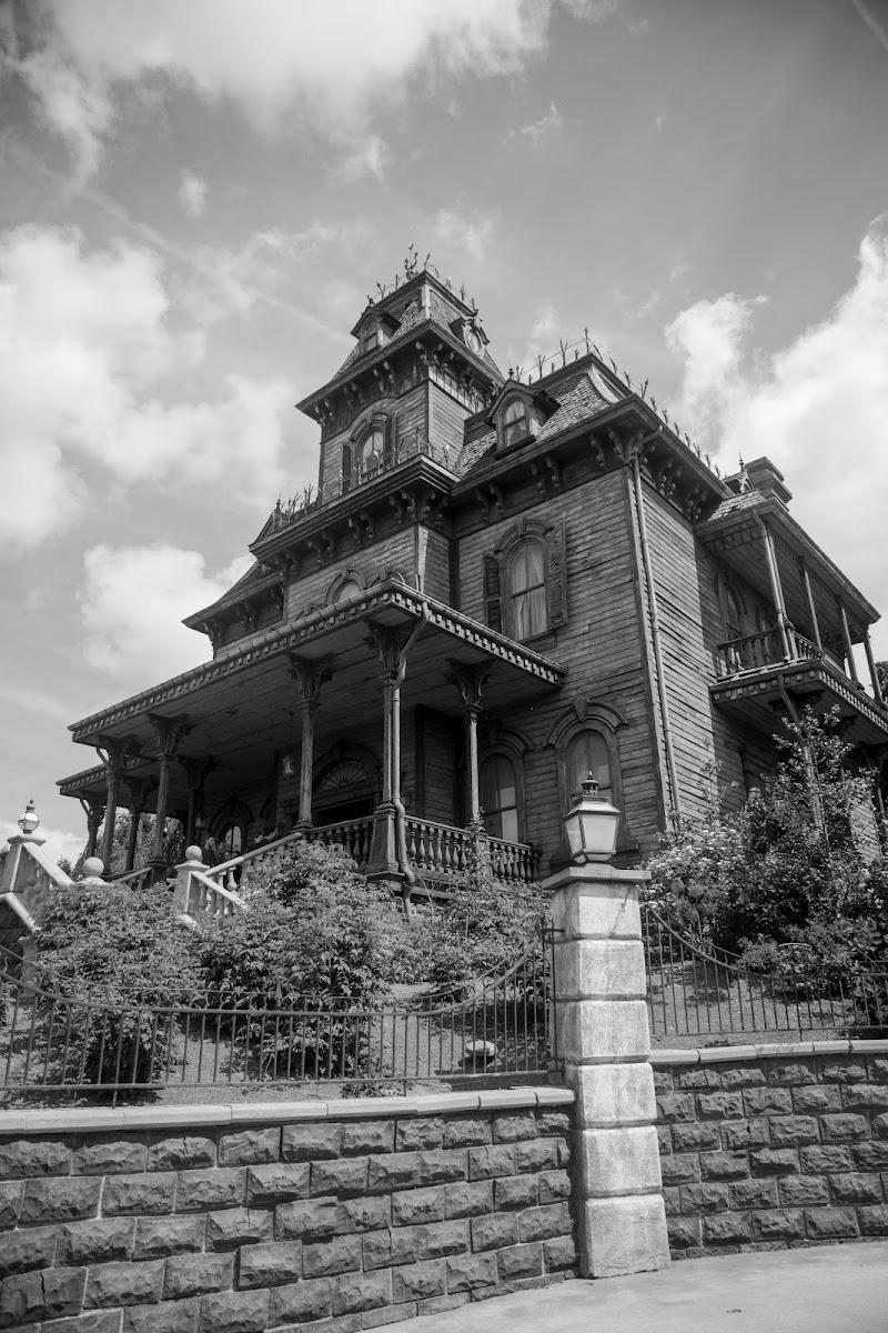 The Phantom Mansion di danilomateraphotography
