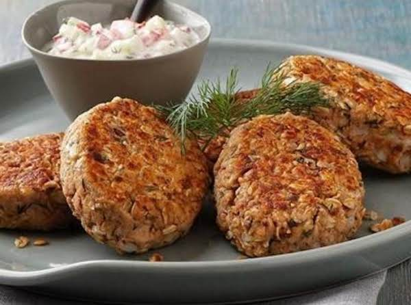 Salmon Cakes And Sauce