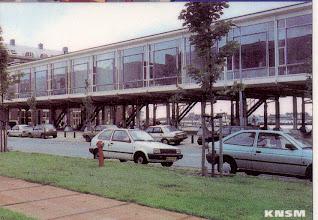 Photo: [1999 ©-Woningsrichting Onze Woongemeenschap OWG en ©-verzameling KBO] - http://www.Katendrecht.info - schetsen & studies - artist impression mogelijk alternatief Fenixloodsen - hier met een opengewerkte onderkant.