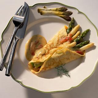 Crêpes mit Spargel und Buttersauce