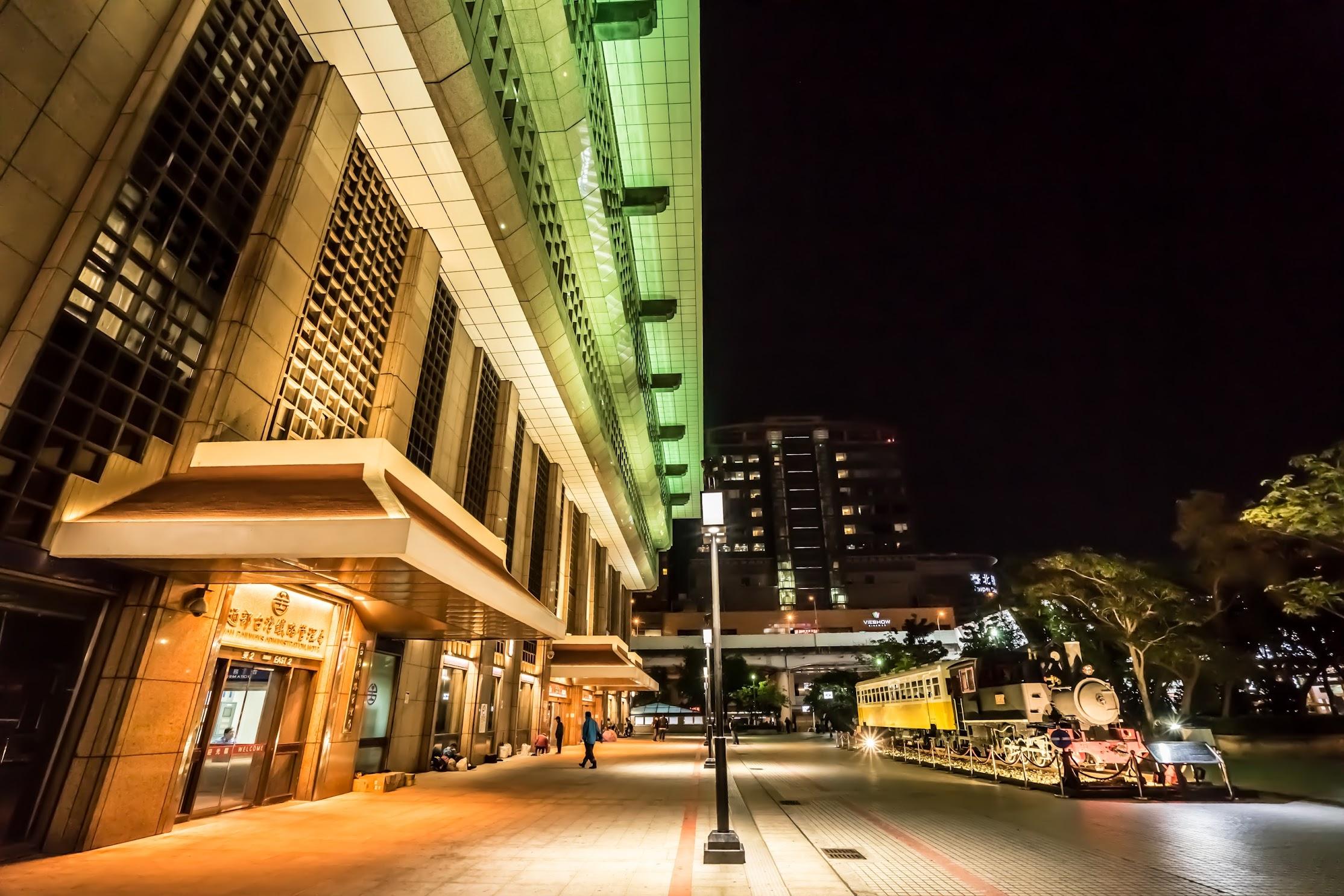 台北駅 SL(蒸気機関車) ライトアップ1