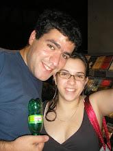 Photo: Caqui e Julia e os quatis