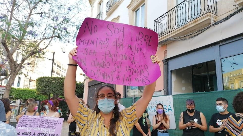Reivindicaciones feministas en la concentración de esta tarde.