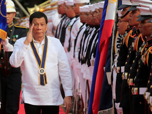 Philippine President Rodrigo Duterte salutes while passing the honour guards upon arrival during the 120th Philippine Navy anniversary in Metro Manila, Philippines May 22, 2018. /REUTERS