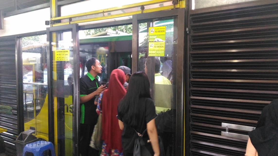 Take bus 1A to prambanan temple