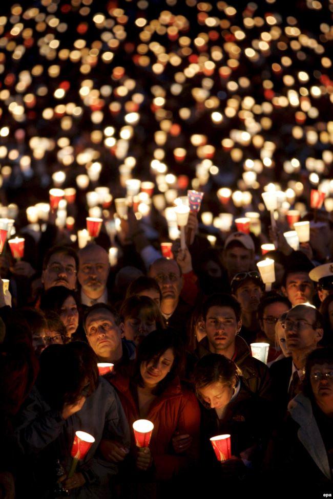 Третьим крупнейшим инцидентом по количеству жертв стал расстрел 32 студентов в Политехническом университете штата Вирджиния утром 17 апреля 2007 года. Еще 25 человек были ранены. Тогда нападающий, 23-летний студент университета Чо Сын Хи, открыл огонь дважды: в здании самого университета и в студенческом общежитии. После этого Сын Хи совешил самоубийство