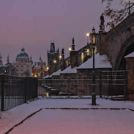 Oblíbený koutek klidu a pohody ...  by Miloš Stanko - Buildings & Architecture Public & Historical ( sníh, noc, prague, karlův most, světla )