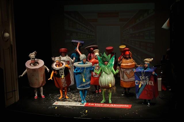 La murga de Albox, Estamos en oferta, cerró la primera noche del Concurso de Carnaval.