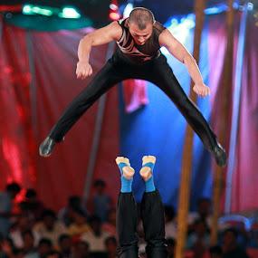 Toss! by Balaji Mohanam - News & Events Entertainment ( body tossing, performer, artist, toss, circus )