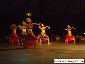 Photo: Tari pembuka Pagelaran Wayang Kulit Ds Durenombo di Taman Budaya Solo (TBS)