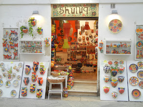 Photo: Pretty ceramics shop in Lecce