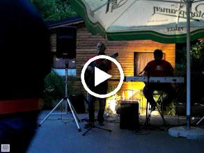 Video: Warto posłuchać jak grają hiihihi. Wokalista łudzaco podobny do Skopiego :D