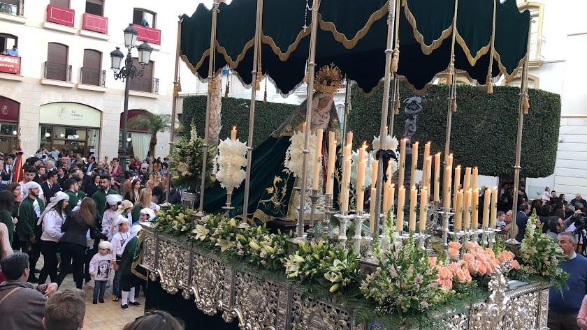 La Santísima Virgen de los Persones en su paso de palio.