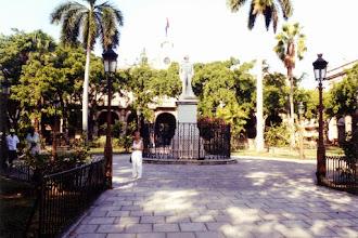 Photo: #010-La Havane-Plaza de Armas (16ème siècle)