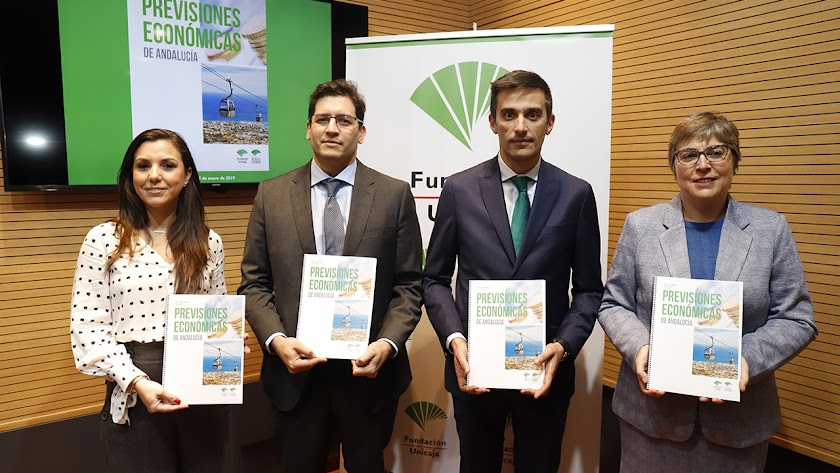 Cristina Rico,   Rafael Muñoz, Rafael López y Felisa Becerra, autores del informe.