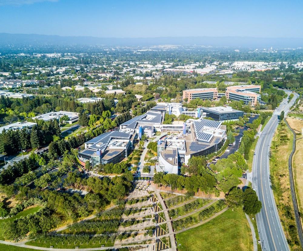Bewaring van Silicon Valley-landbougrond teen die verspreiding van Big Tech