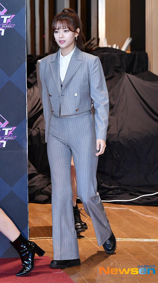 jeongyeon suit 56