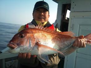 Photo: やったぞー! カワサキさん!ナイスサイズの真鯛!4kgぐらいでしょうか。