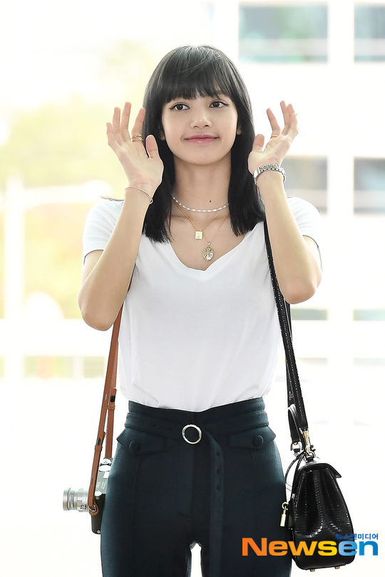 lisa black hair2