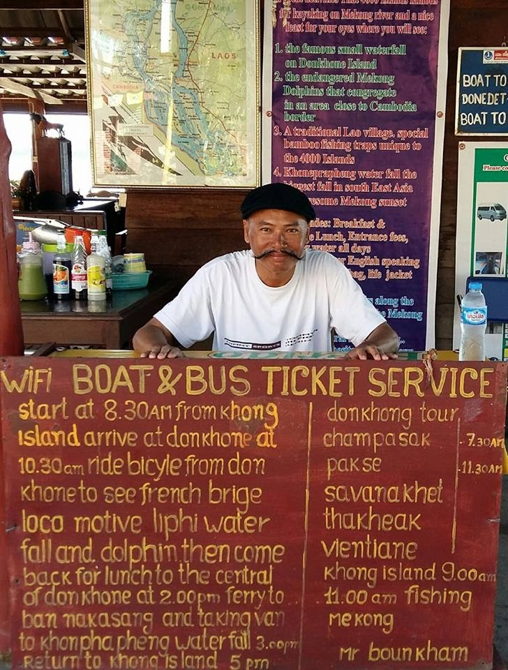 Quầy bán vé đi tour ghé hai cù lao Don Det và Don Khon .