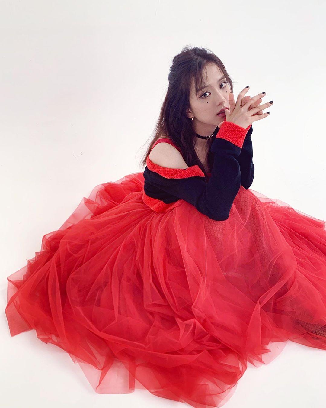 jisoo красное платье3