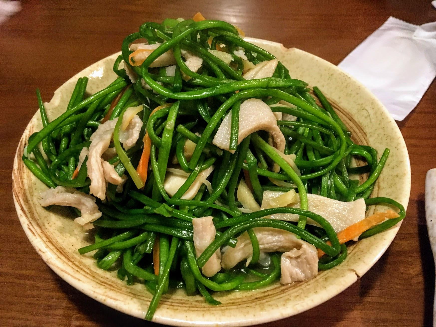 松板肉炒水璉,帶著鹹鹹口味,還不錯吃ㄟ
