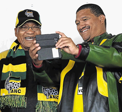 Marius Fransman takes a selfie with then-president Jacob Zuma in Philippi, Cape Town