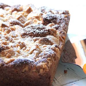 Sunday Fluffy Cake With Rhubarb Crisp