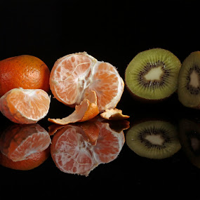 fruits and reflections by Cristobal Garciaferro Rubio - Food & Drink Fruits & Vegetables ( kiwy, orange, reflection, tangerine, fruits )