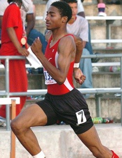 Jason Richardson en route to one of his two victories at the 2004 TX 5A state meet. Photo by Bert Richardson.