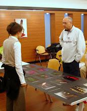 Photo: Laura MARCOLINI legge il portfolio di Fulvio CECOT