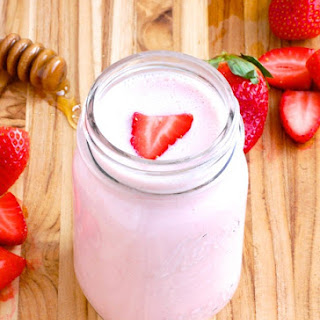 Strawberry & Kefir Smoothie for Digestion.