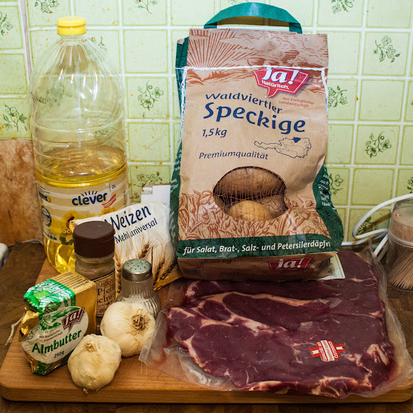 "Photo: Ingredients: 800g beef (""Beiried"", roast beef, boneless, cutlets, marbled with fat), ~20 garlic cloves, salt, pepper, butter, oil, flour, 1 bouillon cube (for 500ml water), potatoes as side dish, NO Vanilla"