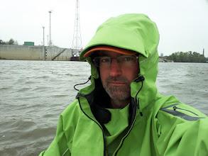 Photo: Határátlépés Mohács. Esik az eső, hideg van, a határőrök teát főznek nekem.