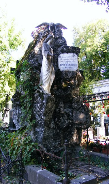 BELLU CEMETERY BUCHAREST MONUMENT