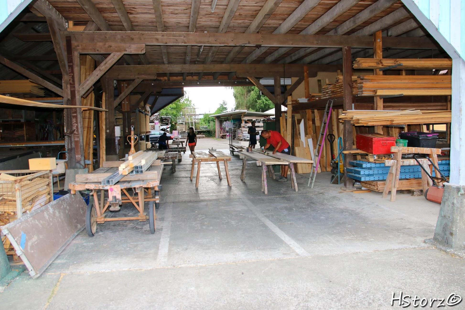 Neue Wände in den alten Kabinen & anstrich für die neuen Kaninen Bänke