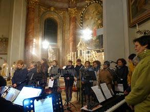 Photo: Zum Gloria - das Altarbild ist wieder da