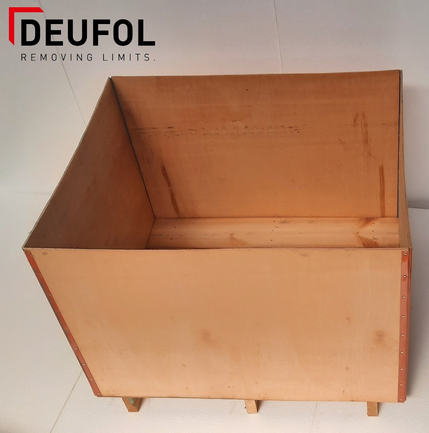 Wooden transport box with lid 120x80x92cm
