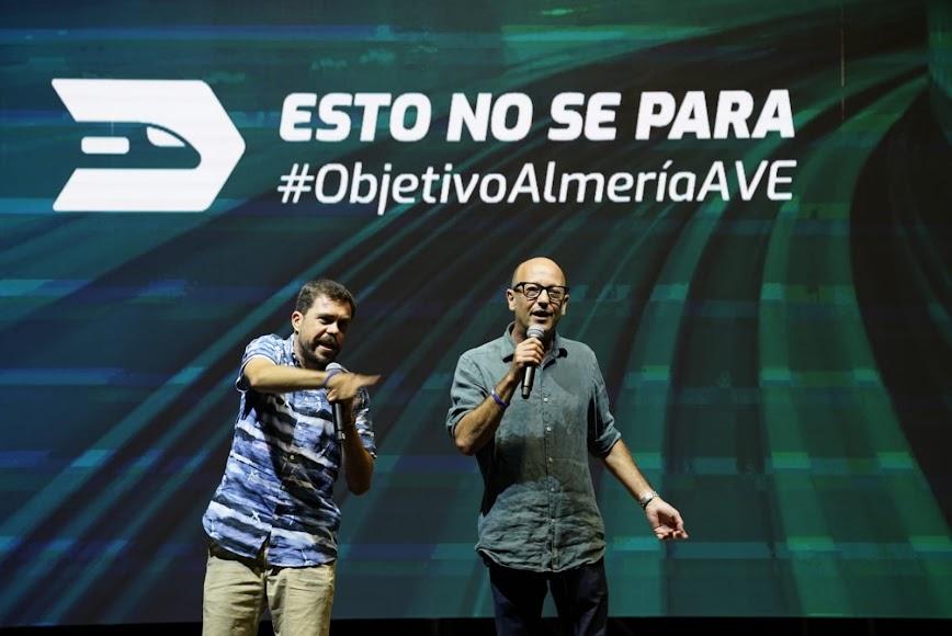 El humor de los cómicos Alvarito y Kikín Fernández se sumó a las reivindicaciones por el AVE.