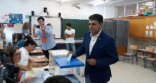 Cazorla votaba en el Colegio Público Padre Méndez