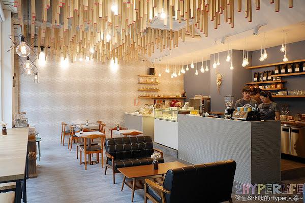 卉-HUI CAFÉ│頭頂上有著滿滿火柴棒的超美韓系咖啡店!下午茶甜點也好有質感,走進來後絕對拍個不停~