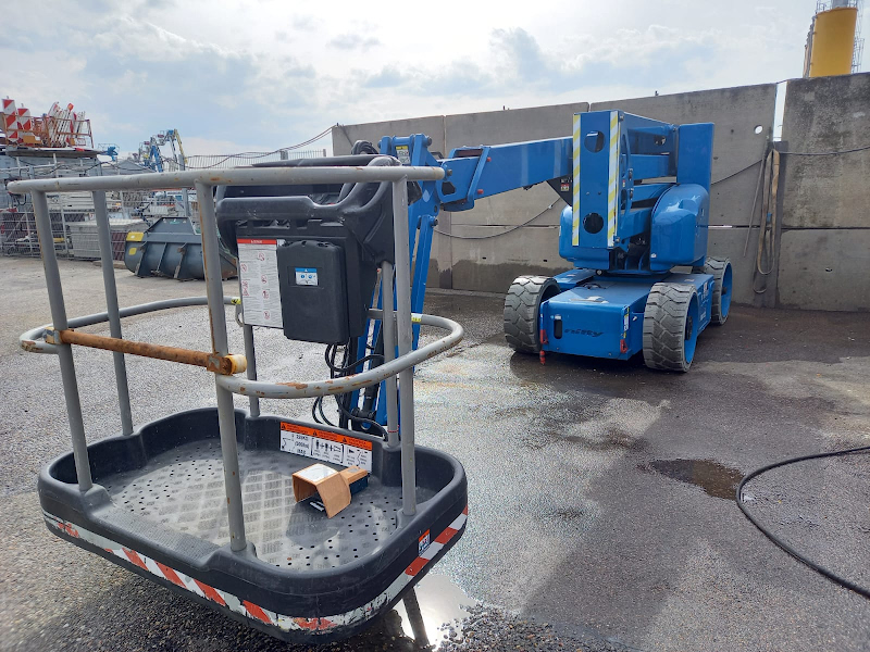 Picture of a NIFTYLIFT HR15NE