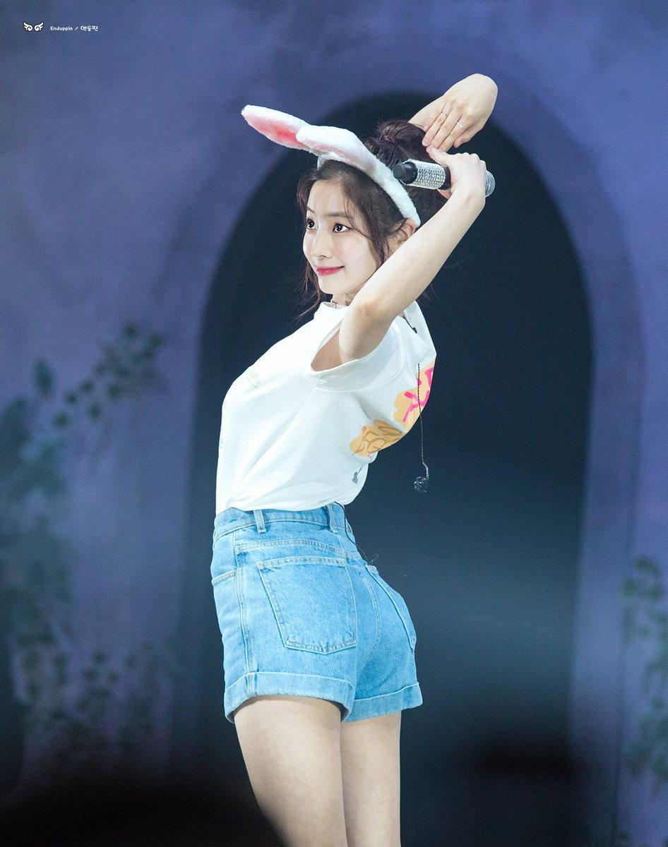 twice dahyun hip line 7