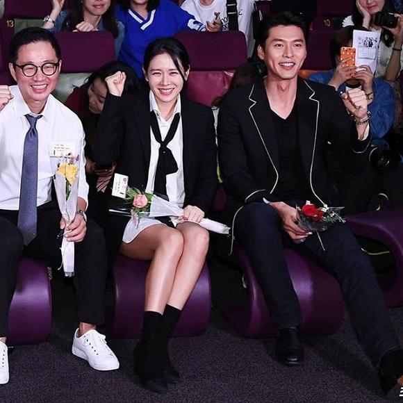 hyun bin và son ye jin chọn tông set đồ trắng đen
