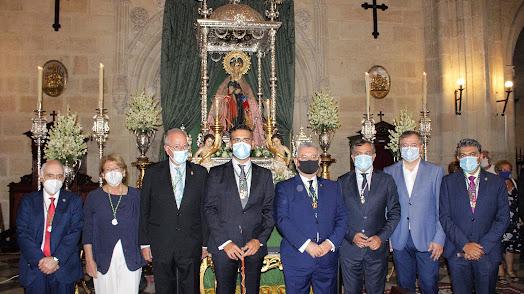 Amplia representación institucional asistió a la misa a la Patrona.